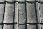 Поместена, напукната, скршена, вдлабната или оштетена ќерамида
